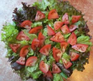 салат из шпината и латука