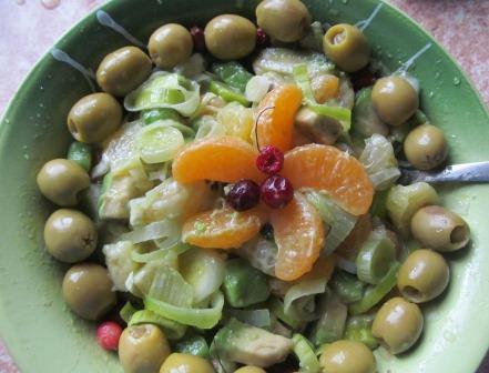 салат с авокадо и апельсинос