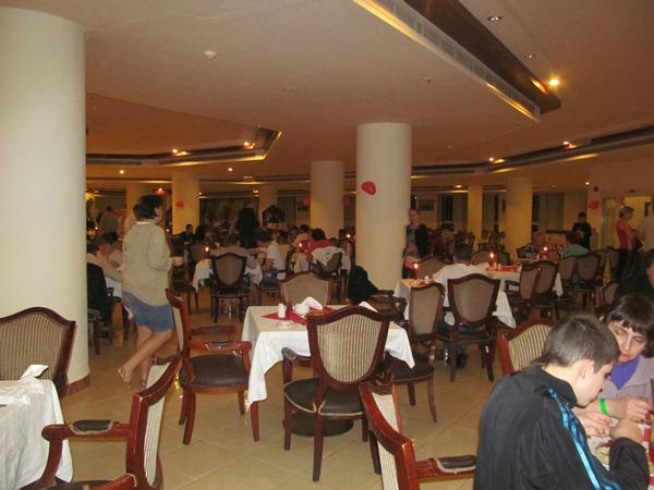 Праздничный ужин в отеле.
