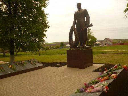 памятник в селе сергеевка
