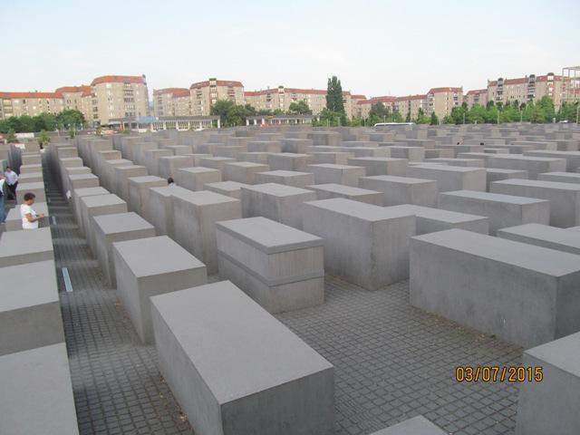 памятник убитым евреям Увропы