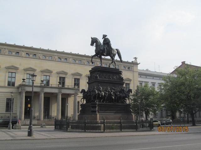 Берлин памятник императору фридриху.