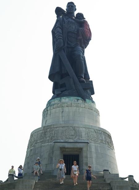 памятник в трептов парке