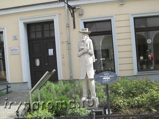 памятник фотографу Генриху Зилле